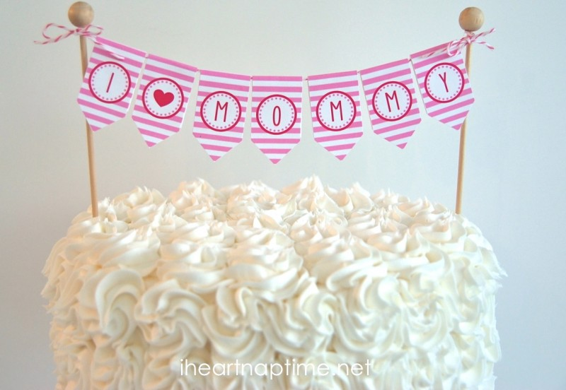 DIY Printable Cake Toppers are a FREE and EASY way to decorate your Mother's Day cake! They make a BIG impact for hardly any money! Just print, cut out the designs, glue or tape to skewers and stick into the cake! And you can use a homemade or store bought cake or cupcakes! #DIY #mothers #day #cake #topper #decoration #easy #quick #free #printable #flowers #cactus #succulent