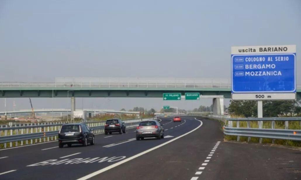 高速时速限为150,意大利拟改交规,加重处罚行车看手机