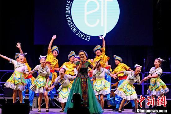 中国土家族民俗表演首次亮相意大利艺术节