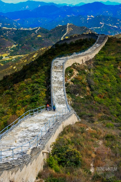 a snaking view of The Great Wall of China