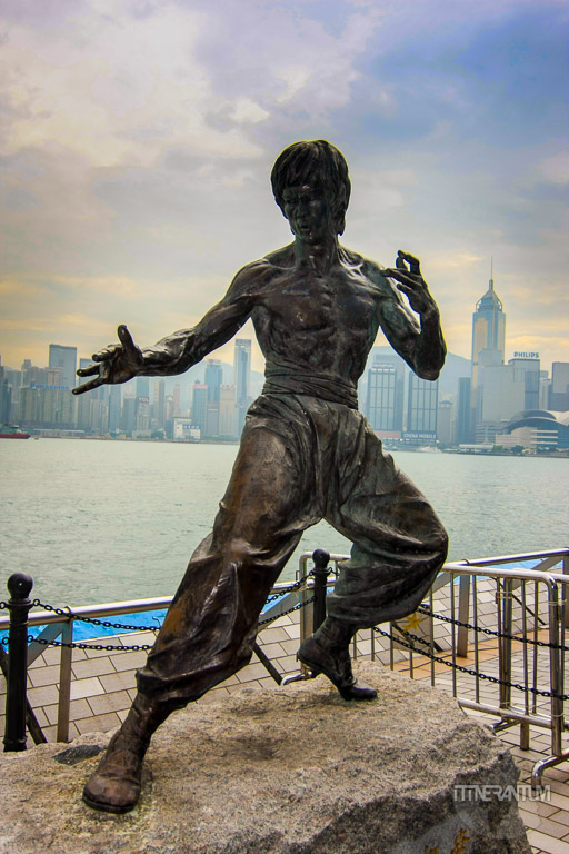 The bronze statue of Bruce Lee on the Avenue of the stars