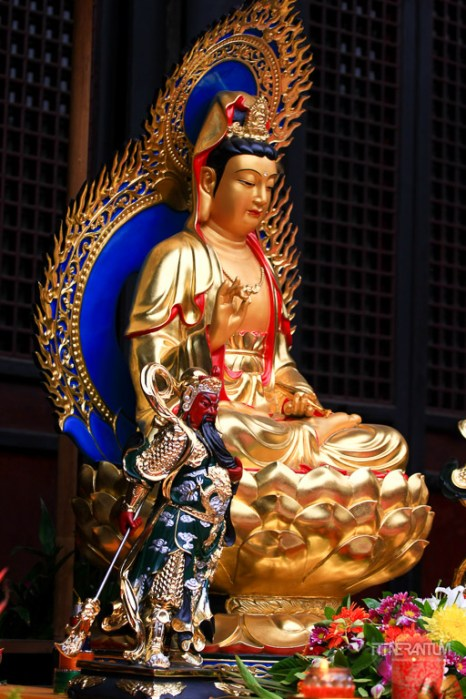 Golden statue in a Wenshu Temple