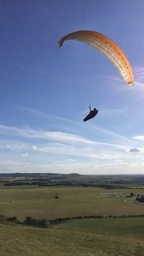 Paragliding at Dunstable Downs