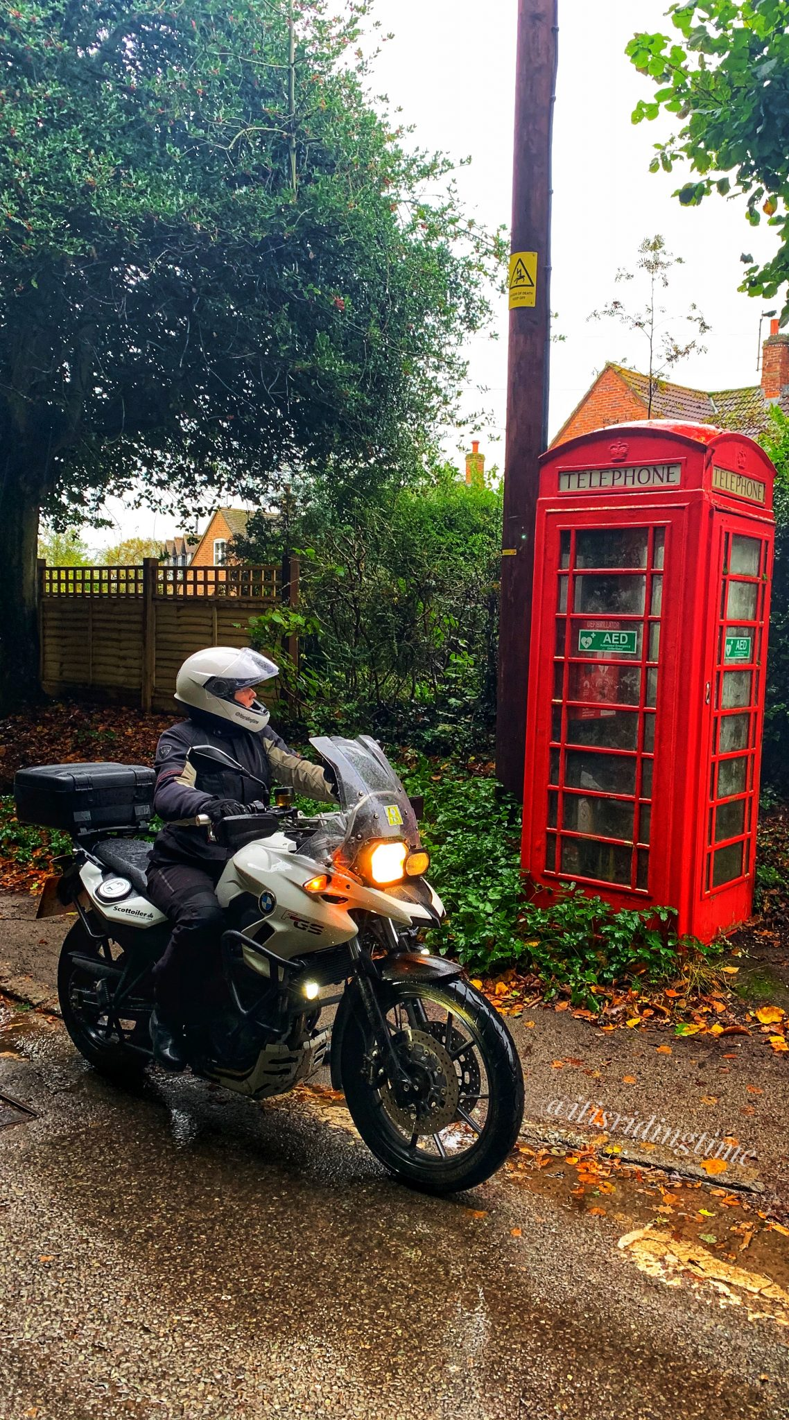 BMW F700GS with Red Phone Box Wallpaper