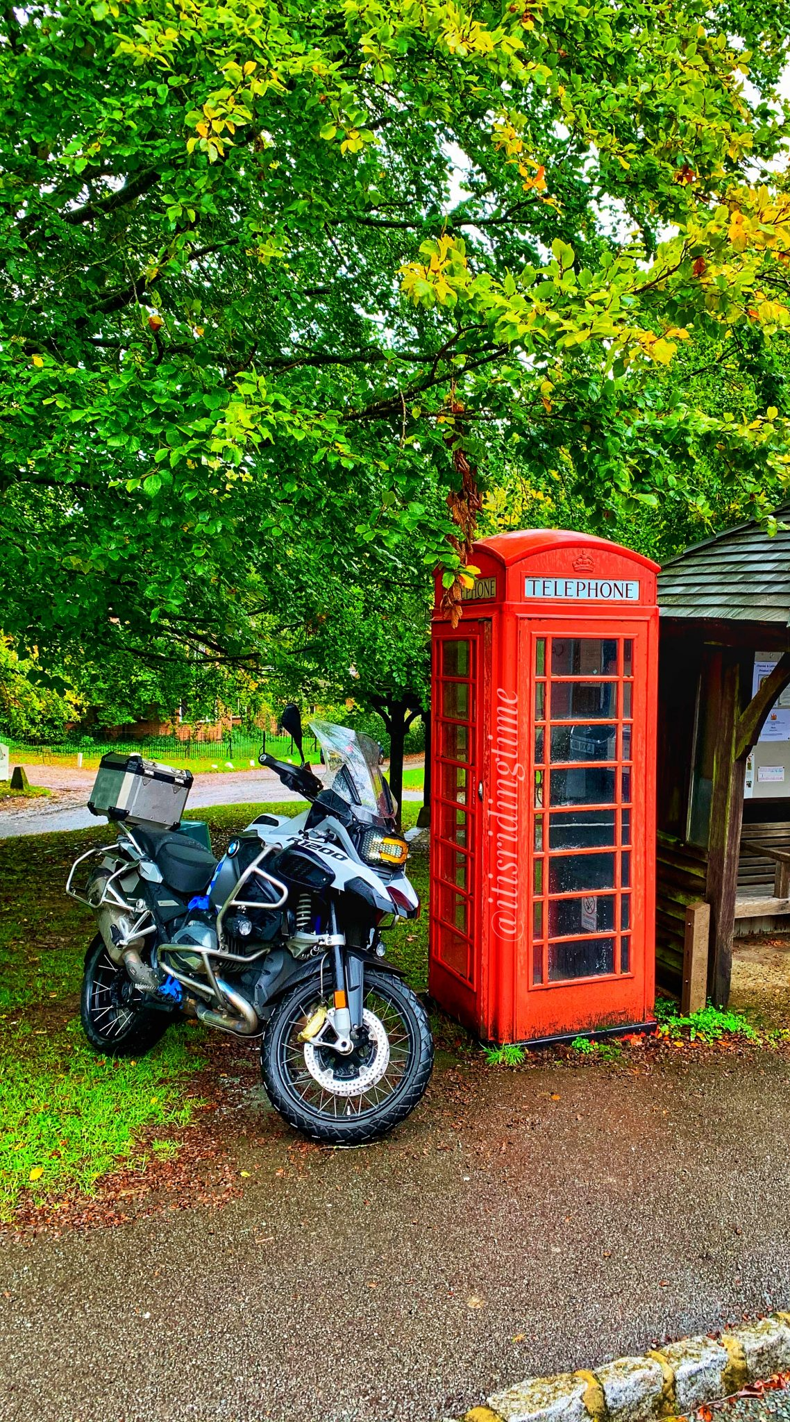 BMW R1200GSA Red Phone Box Wallpaper