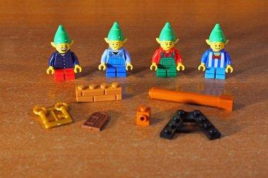 I 4 Elfi e le parti speciali dei sacchetti num.3