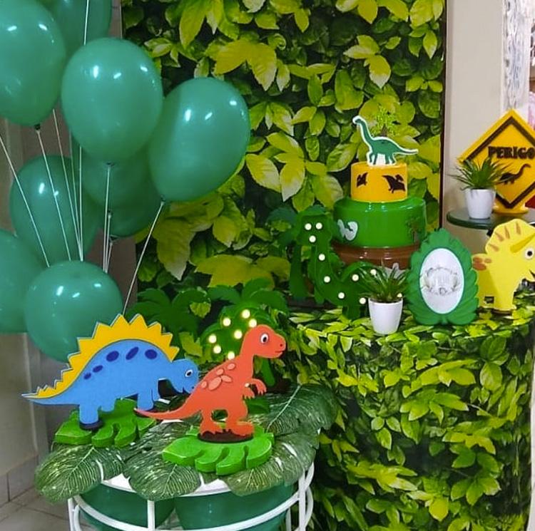 Segredo da festa em casa dinossauro It Mãe