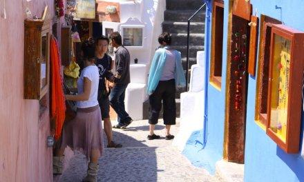 Ανοιχτά τα μαγαζιά όλες τις Κυριακές, ζητούν στην Σαντορίνη