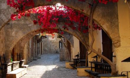 Έτοιμη η Μεσαιωνική Πόλη στην Ρόδο για να υποδεχθεί τους τουρίστες