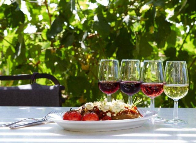 """Γευσιγνωσία κρασιών έκθεση """"Vedema"""" στην Σαντορίνη"""