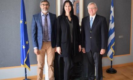 Tην Υπουργό Τουρισμού  Έλενα  Κουντουρά  συνεχάρη ο  Πρέσβης της Ν. Αφρικής στην Αθήνα Marthinus  van  Schalkwyk  για το έργο της και τα επιτεύγματα στον ελληνικό τουρισμό