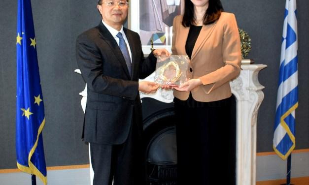 Συνάντηση της Υπουργού Τουρισμού Έλενας Κουντουρά με τον Υπουργό Εξωτερικών Σχέσεων της κινεζικής Fujian για την τουριστική συνεργασία με την Ελλάδα και την προοπτική απευθείας αεροπορικής σύνδεσης Xiamen- Αθήνας