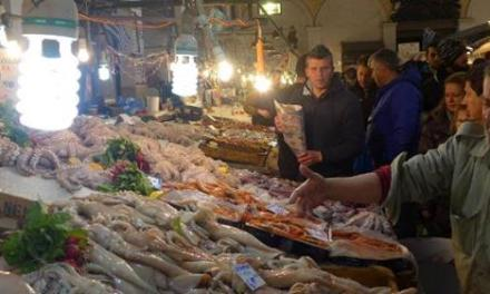 Ανοικτά όλο το βράδυ σήμερα η ψαραγορά της Βαρβάκειου – Η Αγορά Καταναλωτή στον Ρέντη ως τις 12.00