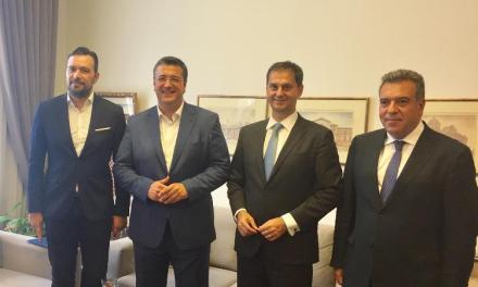 Συνάντηση του υπουργού Τουρισμού, κ. Χάρη Θεοχάρη και του υφυπουργού κ. Μ. Κόνσολα,  με τον περιφερειάρχη Κεντρικής Μακεδονίας, Απόστολο Τζιτζικώστα.