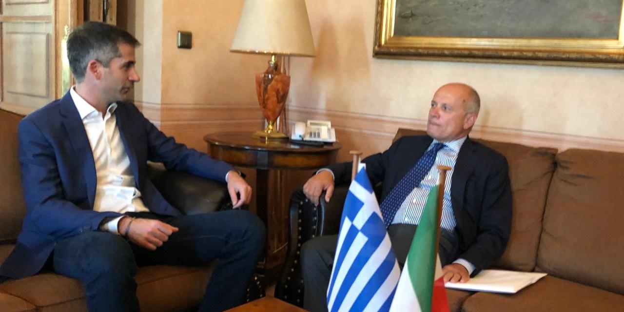 Συνάντηση του δημάρχου  Αθηναίων με τον Ιταλό πρέσβη στην Αθήνα
