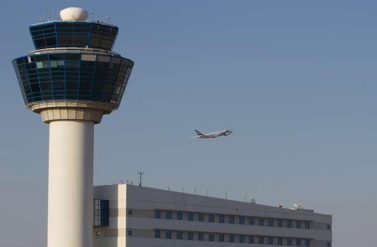 Έξι συλλήψεις στα αεροδρόμια Αθήνας και Σάμου για online απάτες στις αερομεταφορές