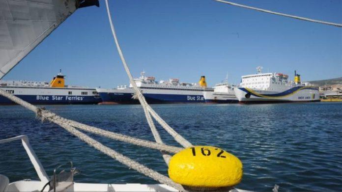Δεμένα τα πλοία στο λιμάνι του Πειραιά
