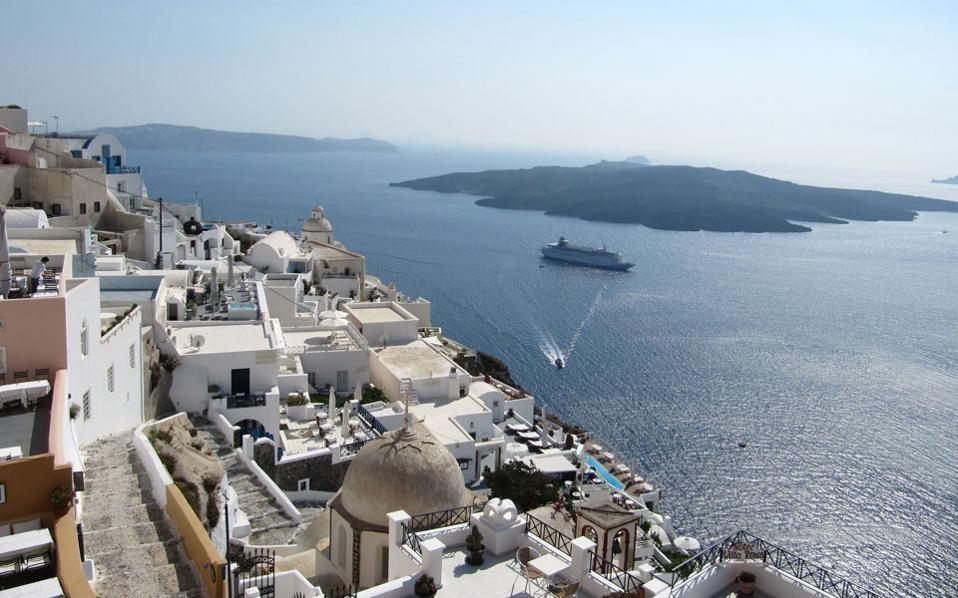 Χρυσή ευκαιρία για τους Έλληνες να επισκεφτούν αυτη τη χρονια τη Σαντορίνη