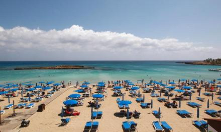Η Κύπρος θα καλύπτει το κόστος περίθαλψης και διαμονής τουριστών αν βρεθούν θετικοί κατά την διαμονή τους