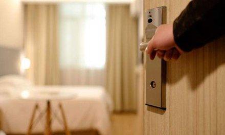 Ο κορωνοϊός «εξαφάνισε» τζίρο 7 δισ από τα ξενοδοχεία -Απώλειες εσόδων πάνω από 70% για τις αεροπορικές εταιρίες.