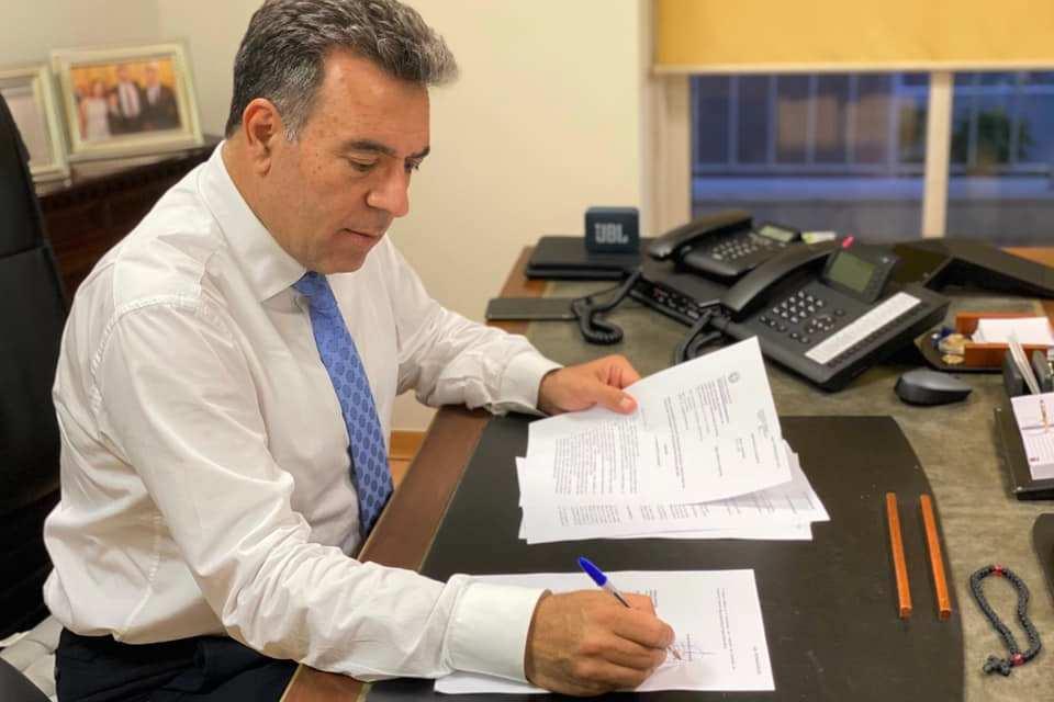 Τις προκηρύξεις για την εισαγωγή σπουδαστών σε τρεις νέες σχολές ξεναγών υπέγραψε ο Υφυπουργός Τουρισμού, κ. Μάνος Κόνσολας, οι οποίες από χθες αναρτήθηκαν στη ΔΙΑΥΓΕΙΑ.