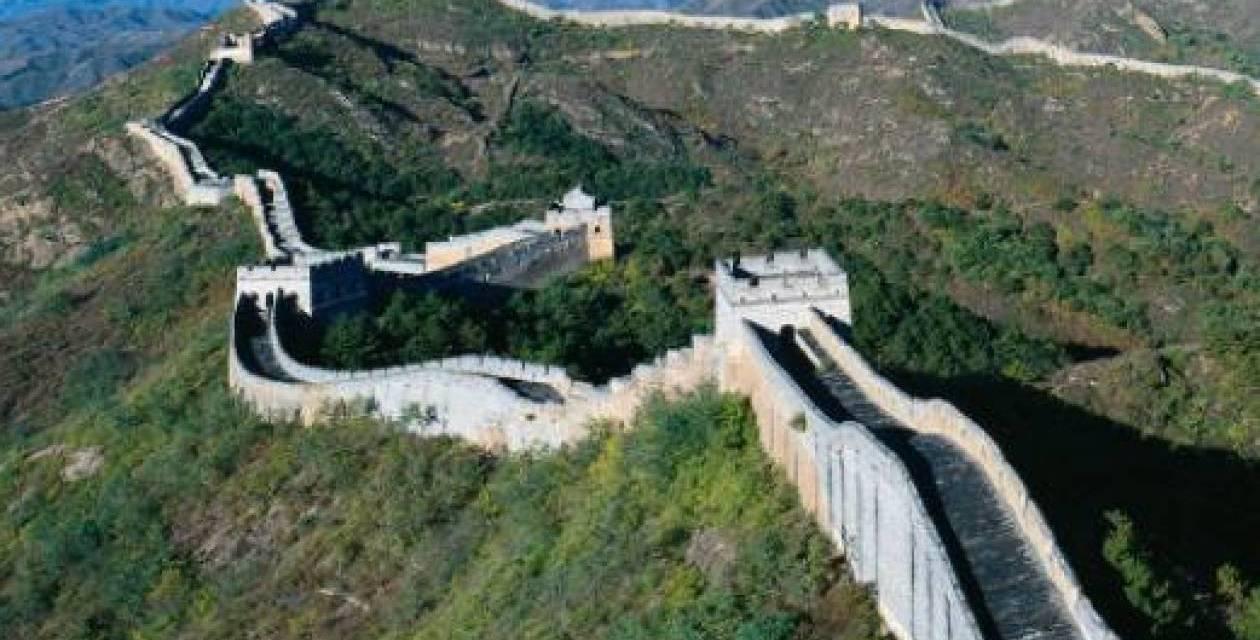 Πλήθος κόσμου συρρέει στο Σινικό Τείχος της Κίνας παρά τον κορωνοϊό – Τι κίνητρα δόθηκαν από τις τοπικές αρχές.