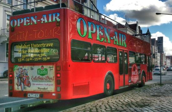 Δήμος Αθηναίων | Στα ίδια επίπεδα τα τέλη κοινόχρηστων χώρων για ανοικτά τουριστικά πούλμαν και τουριστικά τρενάκια το 2021