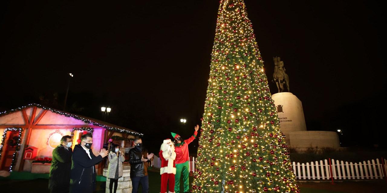 Φωταγωγήθηκε από τον Περιφερειάρχη Αττικής Γ. Πατούλη το χριστουγεννιάτικο δέντρο της Περιφέρειας Αττικής στο Πεδίο του Άρεως