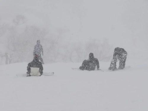ホワイトアウトのスキー場