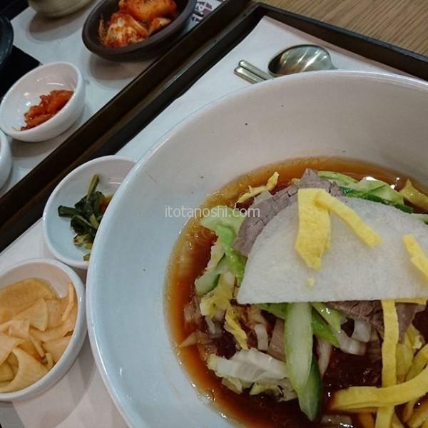 最後の最後に、韓国料理が食べたくて。機内食出るのわかってて、冷麺食べる(笑)辛いよぉ#韓国 #Korea #冷麺
