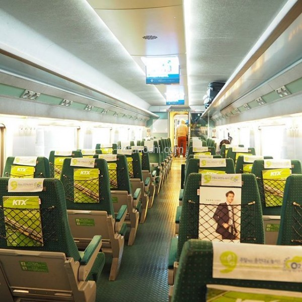 韓国の新幹線KTXで釜山に向かいます。今回の旅はマイルで航空券をゲット。あえてソウル以外に行くことにしました。仁川から釜山まで約3時間半。飛行機乗り継げば良かったと、後で思った。でも、無計画だったから電車の中でのんびりガイドブック見てます。