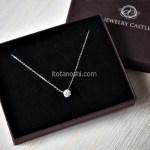 ダイヤモンドに負けない輝きを胸元に… jewelrycastleの1ctスワロフスキージルコニア一粒ネックレス