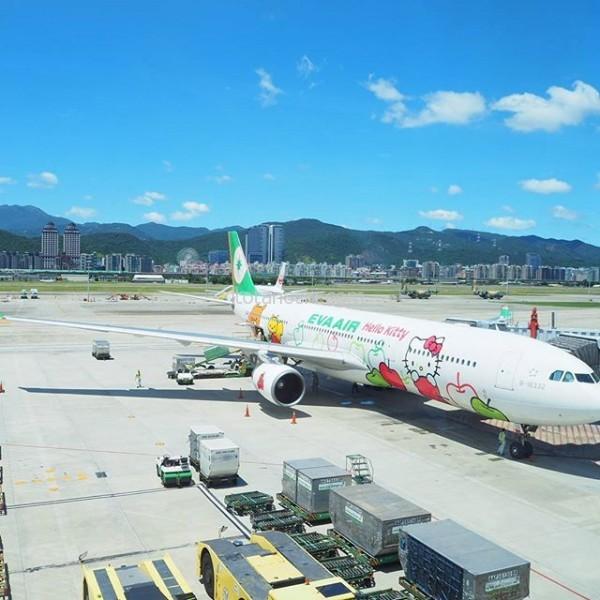 #台湾 の #台北松山 #空港 は快晴 。何度も来てるけど、ここまで #いい天気 の着陸はなかったかも。 気温は午後1時で34度。