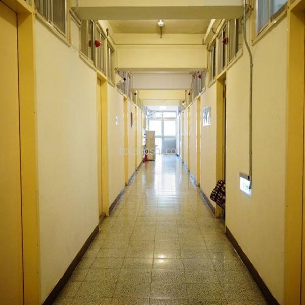 今月から娘が留学している大学の寮にお邪魔しました~なんだか中途半端な(笑)5人部屋。今月末には学生がたくさん来るとのこと。#台湾 #大学 #留学 #寮