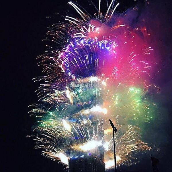 娘は友だちと反対側から新年を迎えていました。#台湾 #台北 #花火 #越年 #101 #あけおめ #新年 #おめでとう #新年快樂