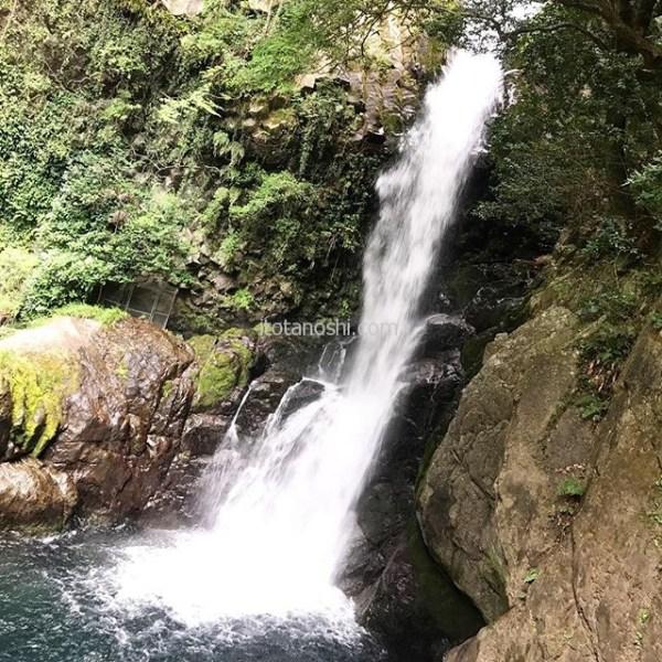 河津七滝で好きなのは釜滝。一番近くまで行けたから、かもしれないけど。滝らしくていい。#静岡 #伊豆 #河津七滝 #河津 #七滝 #滝 #釜滝 #マイナスイオン #instalover #nstalovers #instatravelling #instatravel