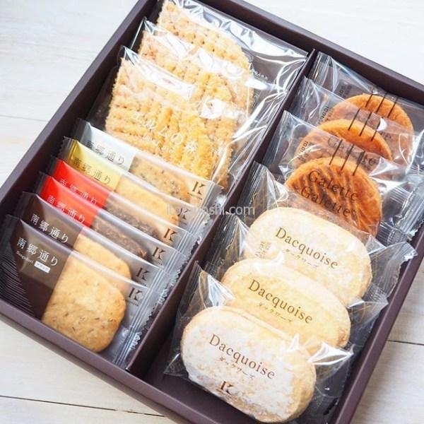 札幌きのとやの焼き菓子をいただきました。色んな焼き菓子が入っていて幸せ度が高いもの。だけど、どれを食べようか悩んじゃうもの。まぁ、しっとり系焼き菓子が好きな私はまずダックワーズですが。北海道スイーツって魅力的よね。#北海道 #札幌 #きのとや #KINOTOYA #グランドセレクション #焼き菓子 #ギフト #エルムの森 #南郷通り #ガレットガレット #ダックワーズ #札幌みやげ #北海道みやげ #クッキー #リーフパイ #スイーツ #お茶菓子 #おやつ #sweets #instalover #instalovers #instalove #instafood #instafoods #instasweet #instasweets