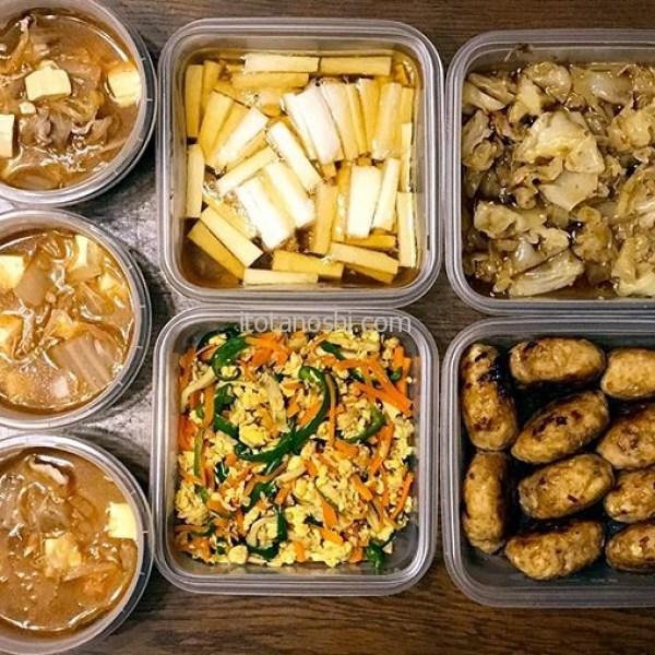 本日の作りおき。鶏ひき肉はエノキを刻んでつくねにして照り焼き。長芋はかんたん酢と麺つゆで漬ける。キャベツは茹でて甘くしたかんたん酢に漬けておかかをまぶす。人参とピーマンは、エリンギと一緒に卵とツナで炒め、麺つゆで味付け。(つくりおき食堂アレンジ)作ってある脂肪燃焼スープは豚肉と豆腐を入れてスンドゥブチゲの素で味付け。麺つゆとかんたん酢さまさま。うん、そこそこ手を抜いてて気分がいい(笑)#作り置き #つくりおき #糖質制限 #ダイエット #減量 #ご飯 #cooking #料理 #下ごしらえ #残り物 #お弁当 #ジップロック #ジップロックコンテナ #スクリューロック #ScrewLoc #Ziploc #かんたん酢 #instalover #instalovers #instalove #instafood #instafoods