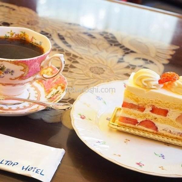 全国のホテルラウンジとホテルを紹介するサイト「Sophisticated Hotel Launge」にて書かせていただきました。.神田駿河台の #山の上ホテル のロビーラウンジ。神田の書店巡りに疲れたらここで一服。.騒がしいコーヒーショップで空席を待つことを思ったら、山の上まで行ってみましょう。こだわりのコーヒーを飲みながら、買ってきた本を読むなんて、贅沢すぎるでしょ?.以前から知っていたけど、やっとここでのんびり過ごすのにふさわしい年齢になったのかな、と今回思いました。内緒にしておきたいくらい、素敵なラウンジです。.http://hotellounge.net/lounge/tokyo/yamanouehotel-lobbylounge.html.hotellounge.net の東京都のホテルラウンジ一覧に掲載されています。.#山の上ホテル #HILLTOPHOTEL #神田 #駿河台 #御茶ノ水 #神保町 #ホテル #hotel #東京 #coffee #コーヒー #カフェ #cafe #Tokyo #instalove #instalovers #instalover #ラウンジ #ホテルラウンジ #lounge #hotellounge #SophisticatedHotelLaunge #instatravel #instatravelling #instasweets #instasweet