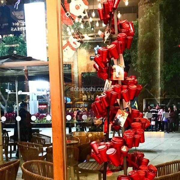 クリスマスツリー@厦門スターバックスコーヒー·#クリスマスツリー #Xmas #Christmas  #厦門 #アモイ #中国  #xiamen #china #スターバックス #スタバ #スターバックスコーヒー #星巴克 #星巴克珈琲 #コーヒー #カフェ #cafe #starbucks  #starbuckscoffee #Christmastree  #Xmastree  #キラキラ #instalove #instalovers #instalover #instatravel #instatravelling