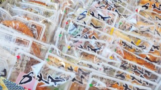 横浜の手焼き煎餅の老舗『川美せんべい本舗』のミックス詰め合わせ50種