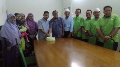Ketua Muslimat PAS Serdang & Exco Pemuda PAS Serdang bersama Pengetua SMITI