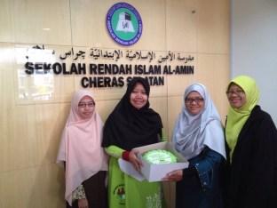 Wakil PAS Serdang menyantuni guru dari SRI Al Amin, Cheras Selatan