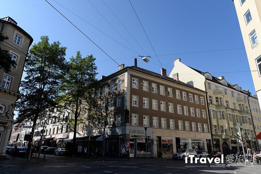 《慕尼黑景點推薦》瑪利亞廣場與新市政廳:木偶報時鐘聲中,我們在慕尼黑城市客廳眺望市景。