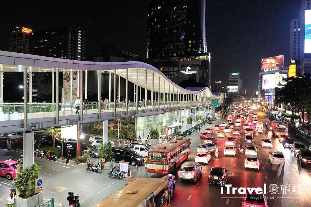 《曼谷夜市集景》城中霓虹夜市 Talad Neon:曼谷市中心最便利夜市,水門市場順遊好去處。