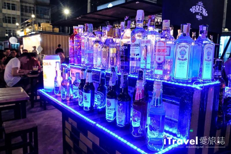 《曼谷夜市集景》Talad Neon:水門市場旁的城中霓虹夜市