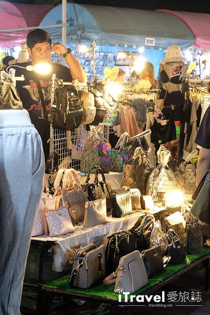 《曼谷夜市集景》理杜安夜市 Liab Duan Night Market:變形金剛駐守的闔家同樂型在地夜市
