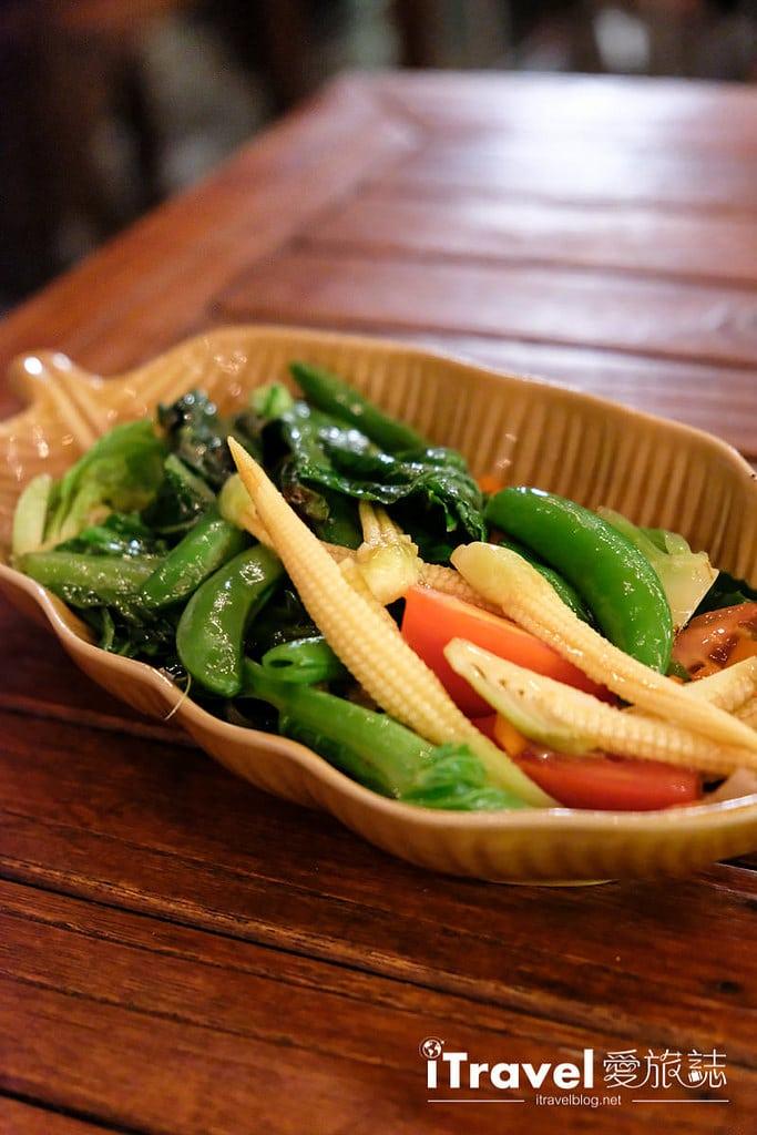 《曼谷美食餐廳》Larb Loi 昭批耶河岸餐廳:夏夜享用美食與欣賞船隻穿梭美景,就在育披曼河濱商城。