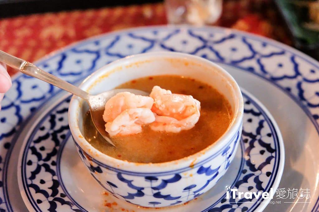 《曼谷遊船體驗》洛伊纳瓦遊輪:古董柚木船的泰式晚餐風情