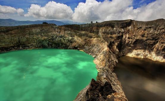 Οι τρίχρωμες λίμνες του ηφαιστείου Kelimutu - iTravelling